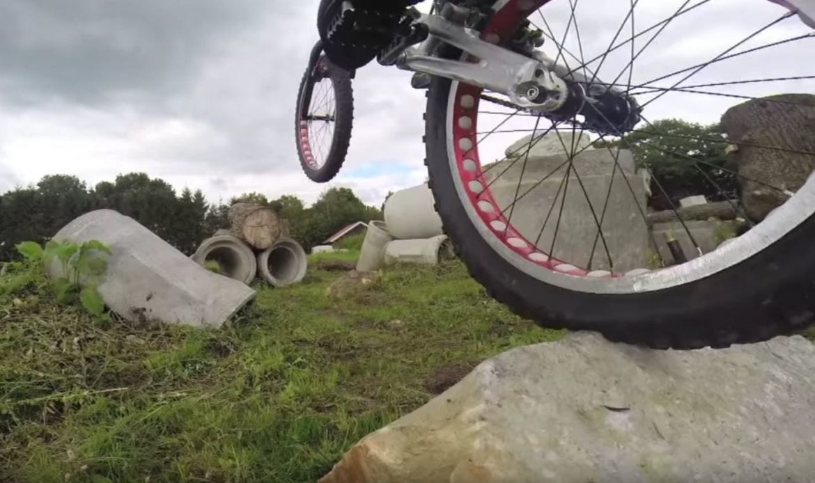 Rick Koekoek | Backyard Session riding his trials bike.