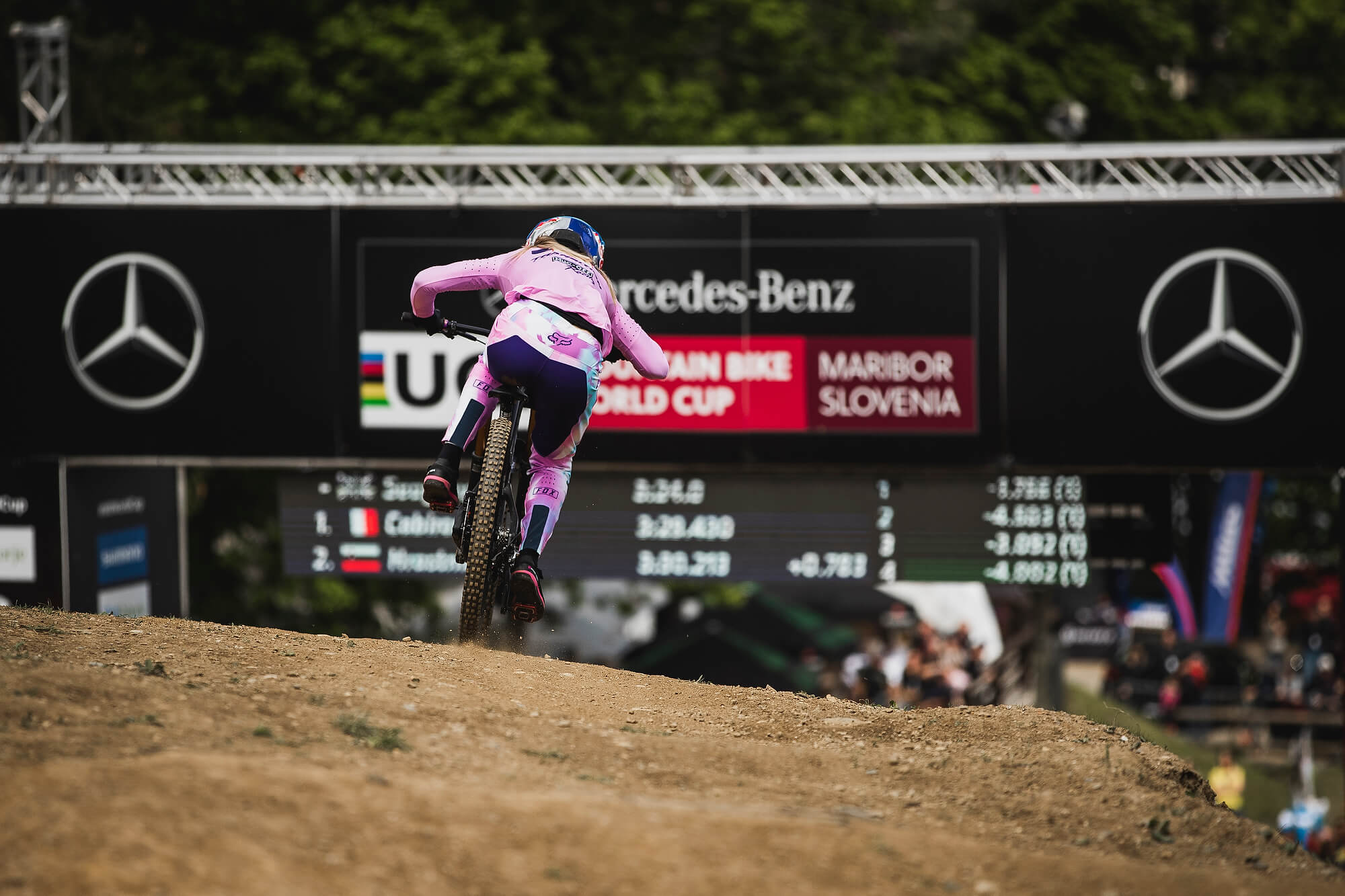 Industry News: Downhill Mountain Bike Star Tahnée Seagrave signs with D3O Road to Recovery
